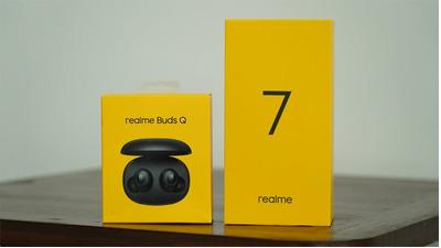 Trên tay Realme Buds Q: Ngoại hình nhỏ gọn, âm bass mạnh, thời lượng pin ổn